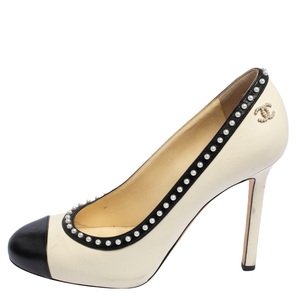 Chanel White/Black Leather Pearl Trimmed Cap Toe Pumps Size 37.5
