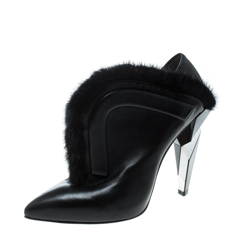 Fur Trimmed V Neck Ankle Boots
