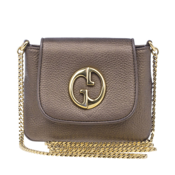 b0ee709cb16 ... Gucci Metallic Gold Leather Small Logo Detail Chain Link Crossbody Bag.  nextprev. prevnext