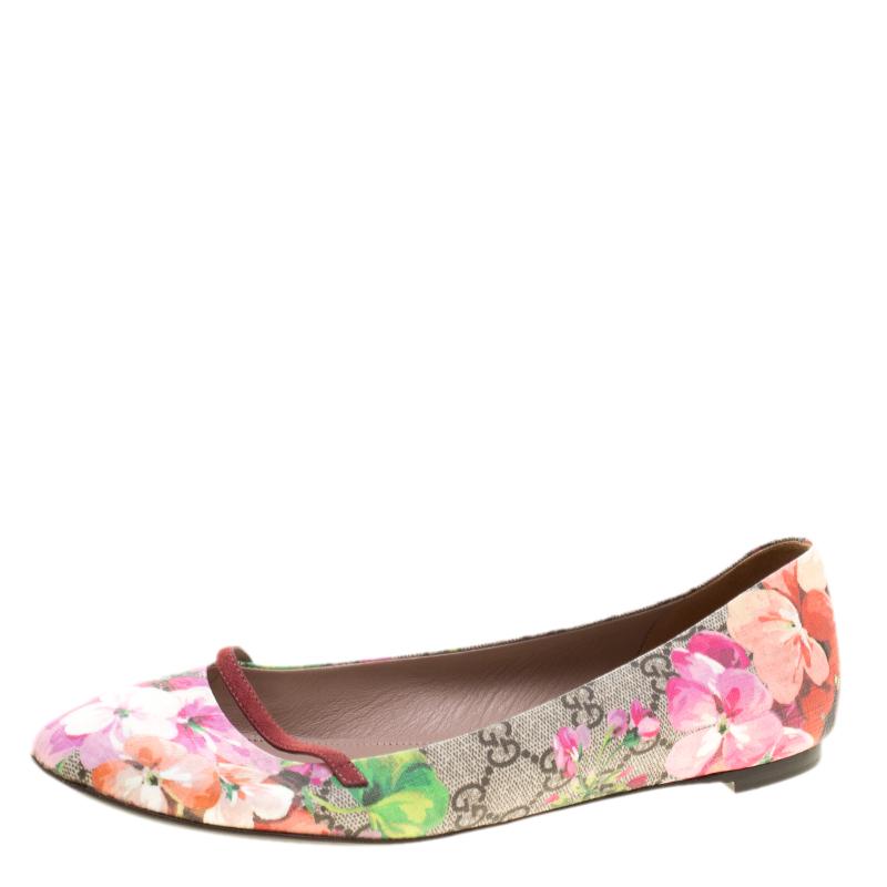 15057a71a29 Buy Gucci Fuchsia Blossom Print GG Supreme Canvas Ballet Flats Size ...