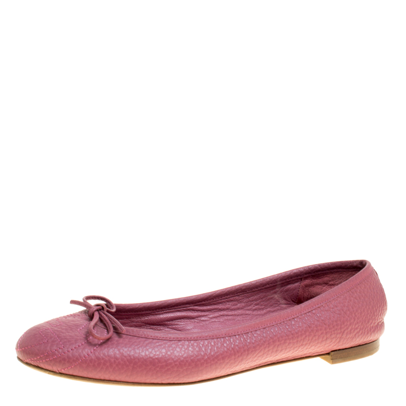3d0648079 ... Gucci Pink Leather GG Interlocking Bow Ballet Flats Size 38. nextprev.  prevnext