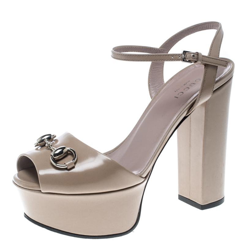 5f72563cfa06 Buy Gucci Beige Leather Claudie Horsebit Peep Toe Platform Sandals ...