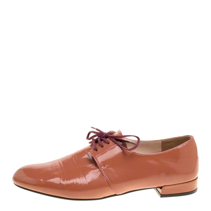 Prada Coral Pink Cuero De Patente De Encaje Hasta El Derby De La Talla 38