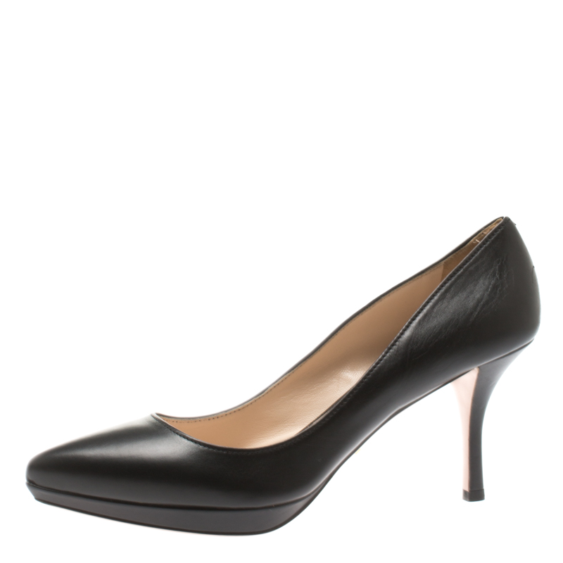 Pre-Owned Prada Black Leather Pointed