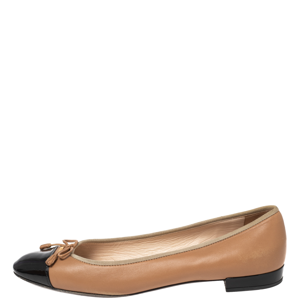 Prada Black/Beige Patent And Leather Bow Cap Toe Ballet Flats Size 39