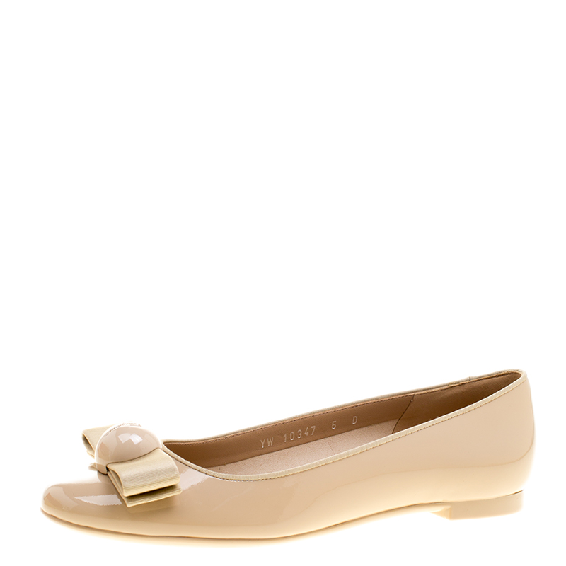 098cc36d89d Buy Salvatore Ferragamo Beige Patent Leather Fiocco Bow Ballet Flats ...