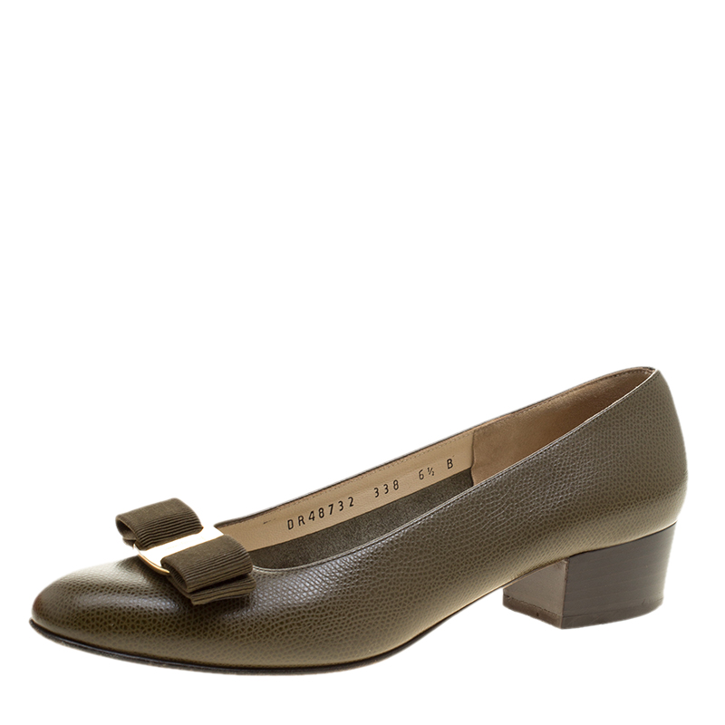 427c593e8dc0 ... Salvatore Ferragamo Olive Green Leather Vara Bow Block Heel Pumps Size  37. nextprev. prevnext