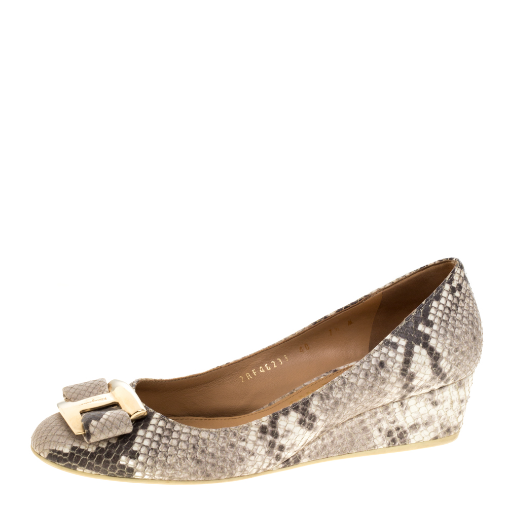 Pre-owned Salvatore Ferragamo Grey Python Embossed Vara Bow Wedge Pumps Size 40