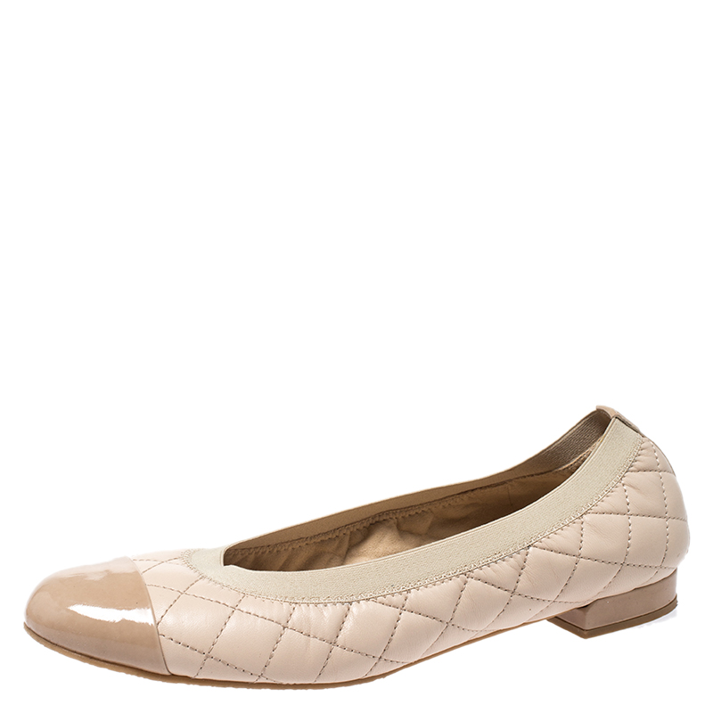 Stuart Weitzman Beige Quilted Leather And Patent Cap Toe Scrunch Ballet Flat Size 38.5