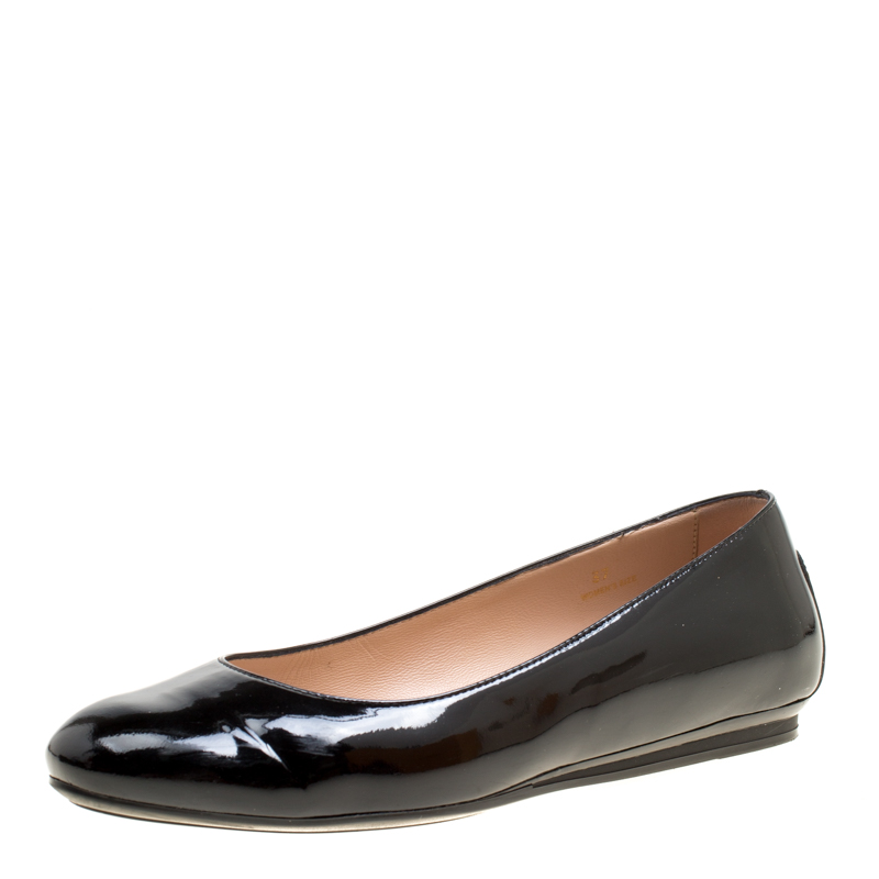 Tod's Black Patent Leather Round Toe