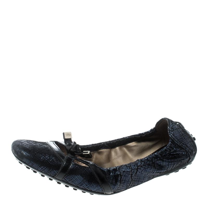 cdd207f1b730 ... Blue Suede and Black Leather Bow Detail Scrunch Ballet Flats Size 37.5.  nextprev. prevnext