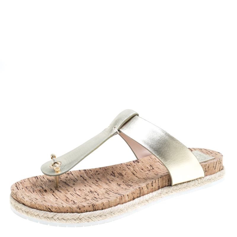 62f48e7382968 Buy Tory Burch Metallic Gold Leather Cork Foot Bed Flat Thong ...